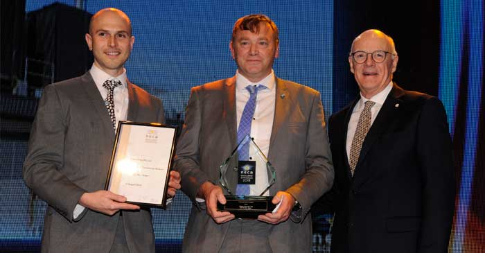 Bill Rice, Nilsen VIC Construction Manager (Centre) accepting the award for NEXTDC M2 Stage 1